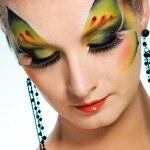 belle femme avec papillon visage-art — Photo