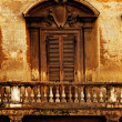 balcone e finestra d'epoca — Foto Stock