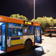 Bus station at night — Stockfoto