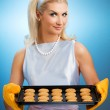 Woman holding hot roasting pan — Stock Photo #2085579