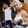 Strong woman lifting heavy dumbbells - Zdjęcie stockowe