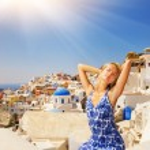 Beautiful girl on Santorini Island — Stock Photo