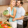 Young couple making vegetable salad — Stok fotoğraf