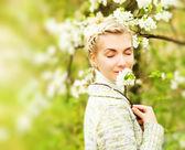 户外梦想的美丽女人 — 图库照片