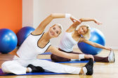 Stretching oefening doen — Stockfoto