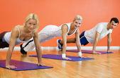 Grupo de completar flexões — Fotografia Stock