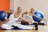 Doing stretching exercise — Stock Photo