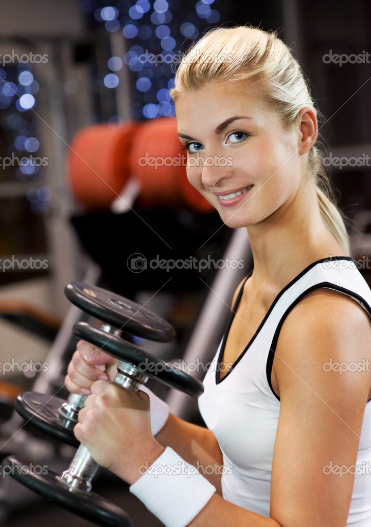 Strong beautiful woman lifting heavy weights — Stock Photo #2084262