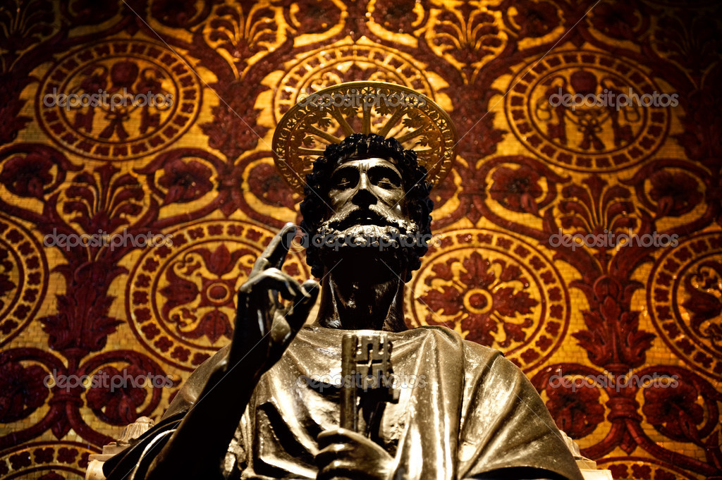 Statue of St. Peter in Vatican (Rome, Italy) — Stock Photo #2085424