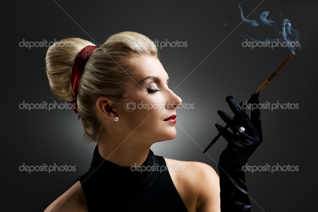 Beautiful smoking woman. Retro portrait  Stock fotografie #2085524