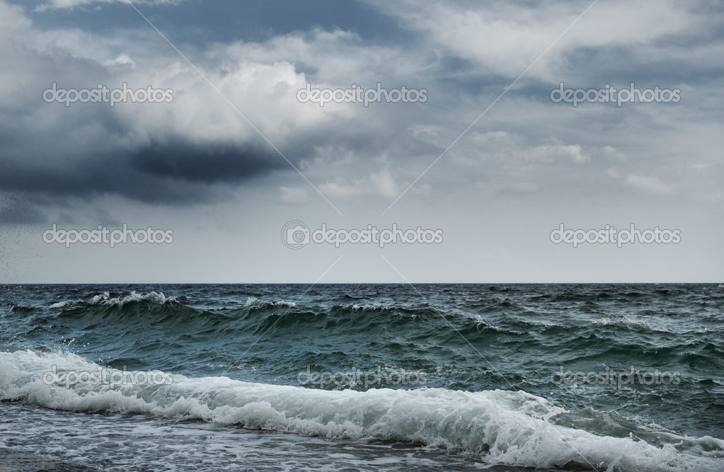 Big ocean wave breaking the shore — Stock Photo #2086482
