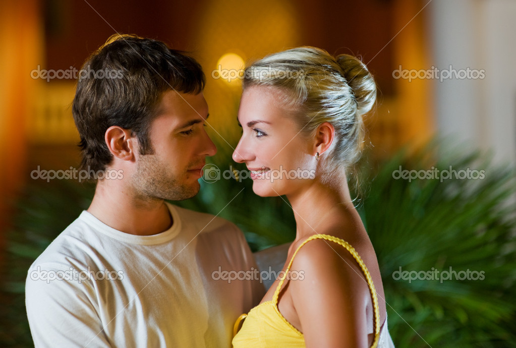 Young couple in love — Stockfoto #2087749