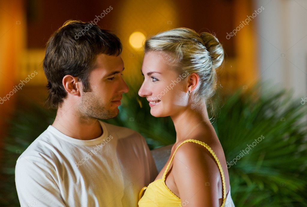 Young couple in love — Foto Stock #2087749