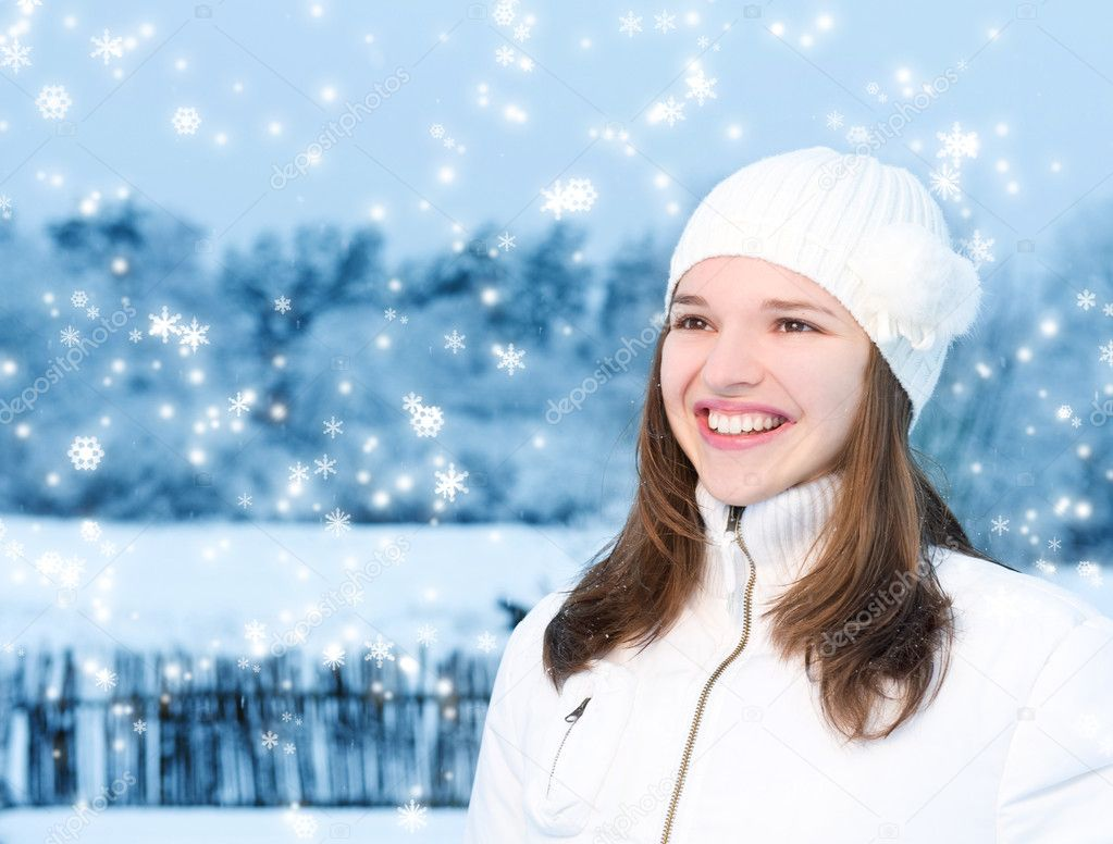 Beautiful young woman in winter clothing outdoors — Stock Photo #2087925