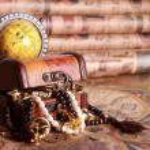 Chest , jewelry, globe, antique map — Stock Photo