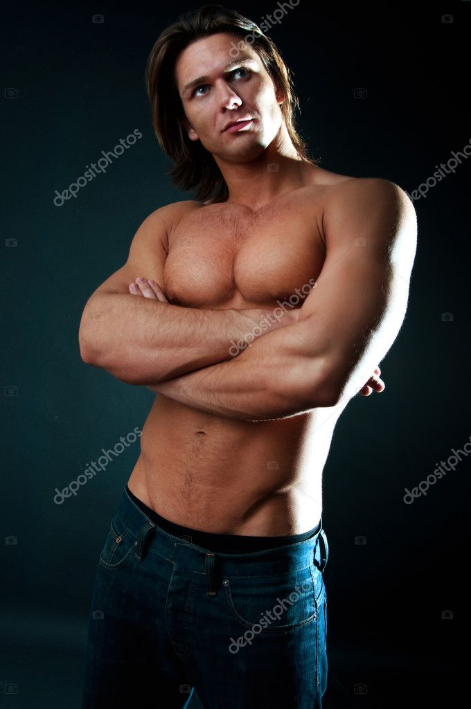 Muscular man with athletic body posing — Stock Photo #1538223