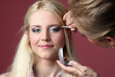 Makeup artist doing make-up — Stock Photo