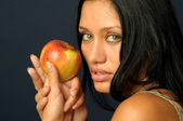 Beautiful exotic woman with apple — Stock Photo