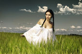 Woman at the rye field — Stock Photo
