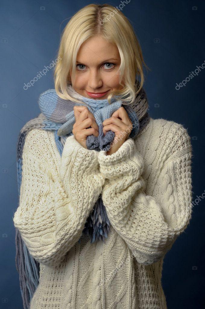 http://static3.depositphotos.com/1001977/161/i/950/depositphotos_1617000-Blonde-girl-in-winter-clothes.jpg