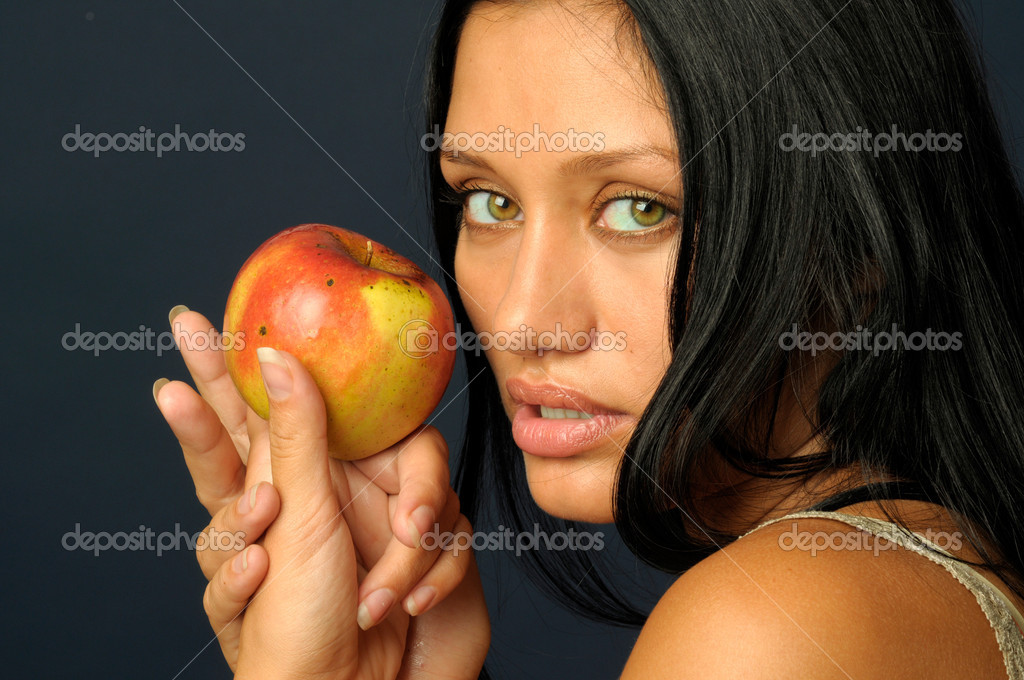 Beautiful exotic woman wjith apple — Stock Photo #1617745