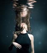 Chica bajo el agua — Foto de Stock