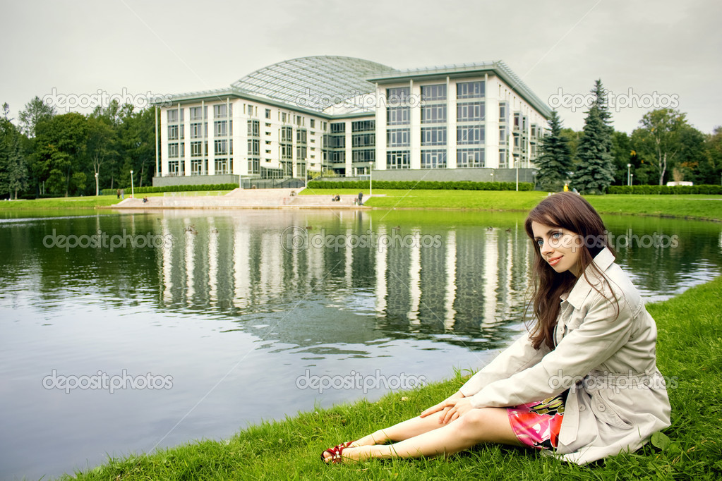Young girl has a rest in city square — Stock Photo #1451583