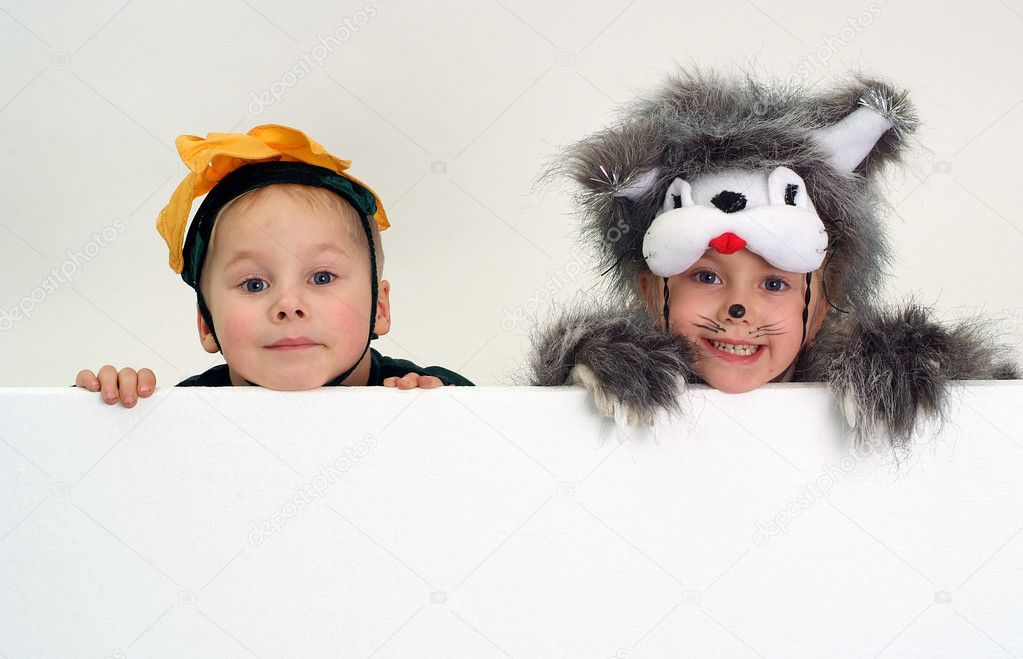 Funny kids faces above big blank sheet of paper — Stock Photo #1608029