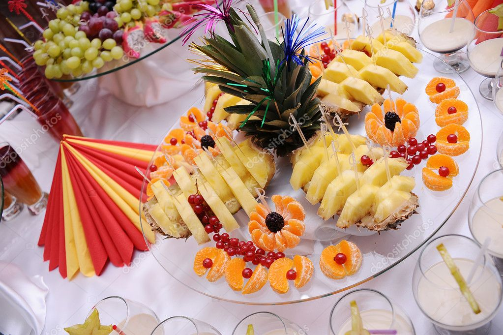 Sweet fruits decorated on the plate — Stock Photo #2099867