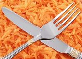 Grated carrot with fork and table knife — Stock Photo
