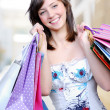 Beautiful femlae holding bags — Stockfoto