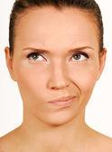 Facendo una faccia. volto di ragazza di diffidenza. — Foto Stock