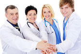Eenheid van vier gelukkig succesvol artsen — Stockfoto