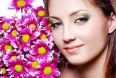 сталкиваются с розовыми цветами — Стоковое фото