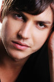 Closeup volto fiducioso bell'uomo — Foto Stock
