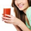 kadına bir bardak domates suyu ile — Stok fotoğraf