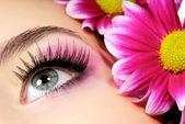 Beauty pink make-up — Stock Photo