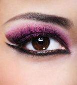 Beauty purple make-up — Stock Photo
