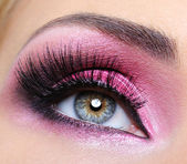 Crimsom make-up eye and long eyelashes — Stock Photo