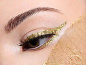 Golden fashion eye make-up — Stock Photo