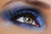 Eye with bright blue eyeshadow — Stock Photo