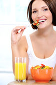 Cheerful young woman has breakfast — Stock Photo