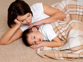 Mum to the sleeping small son — Stock Photo