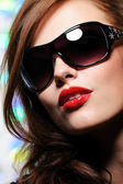 Beauty woman in modern sunglasses — Stock Photo