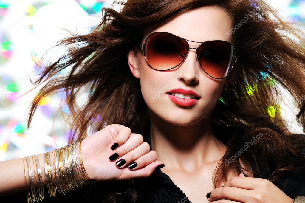 Portrait of beautiful glamour fashionable woman in sunglasses  — Stock Photo #1519305