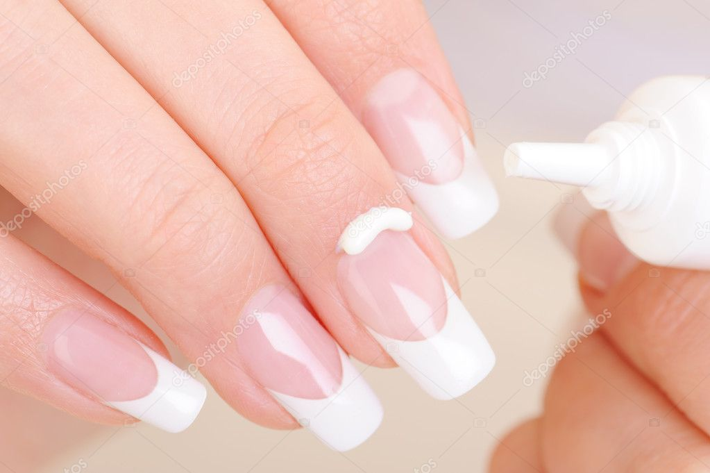 Woman caring of her finger applying the moisturizing cosmetic cream on fingernail — Stock Photo #1519485