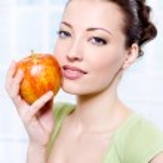 Beautiful sensulity woman with apple — Stock Photo #1526839