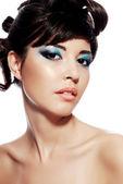 лицо женщины с разноцветными макияж — Стоковое фото