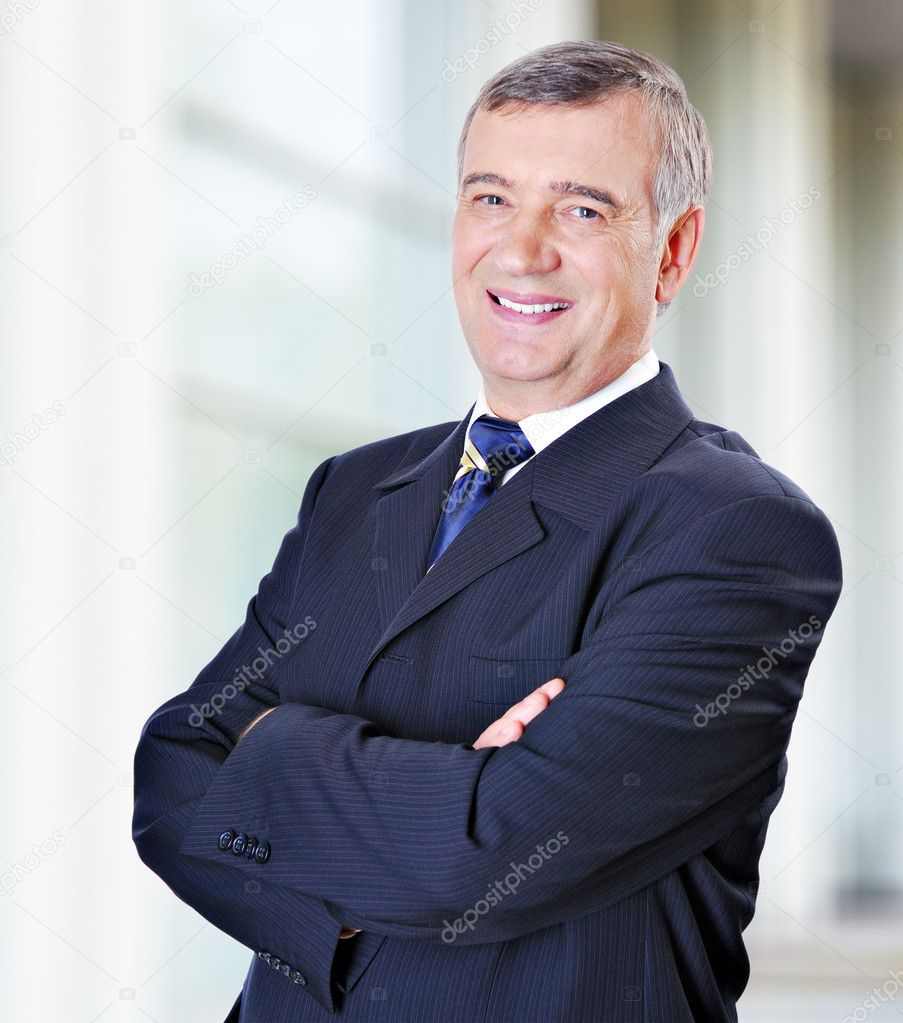 Portrait of middle-aged businessman in suit — Photo #1520072