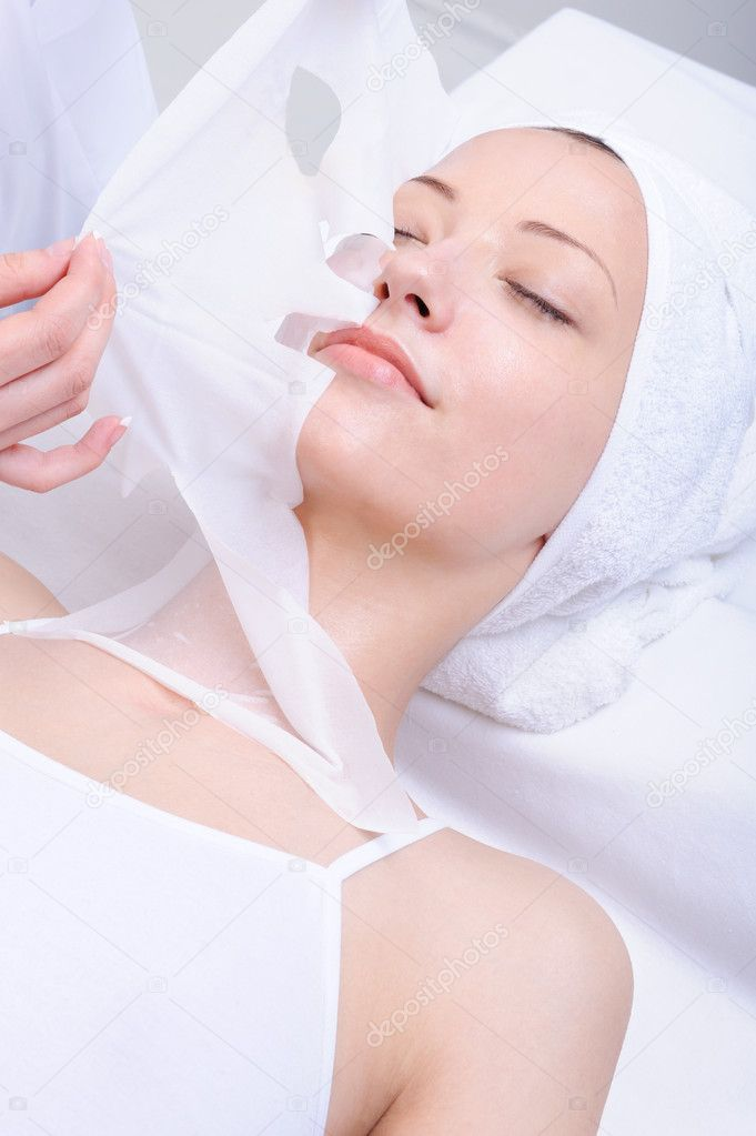 Facial care of young beautiful girl in  the spa salon — Stock Photo #1535332
